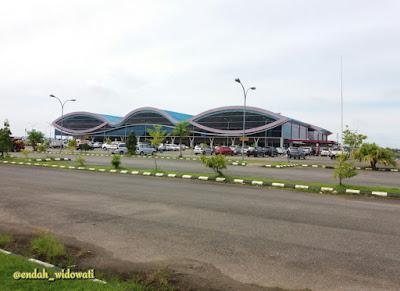 Bandara Domine Eduard Osok