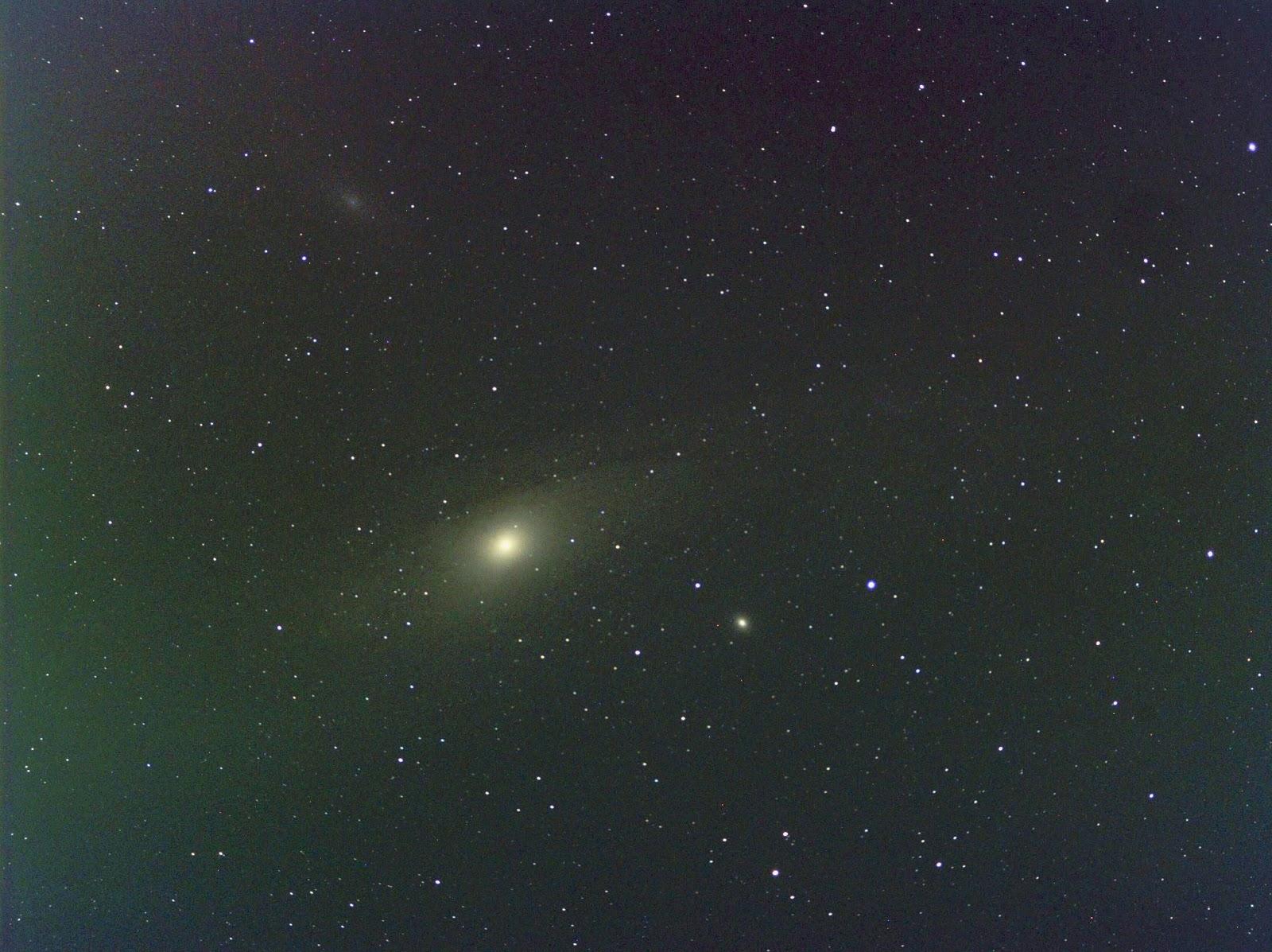 andromeda galaxy through telescope - HD1600×1197