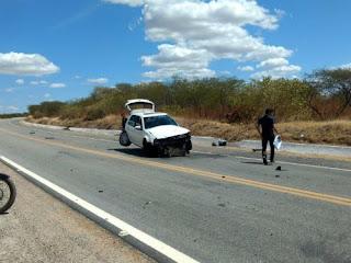 Popular sofre acidente após perder o controle do carro; Veja