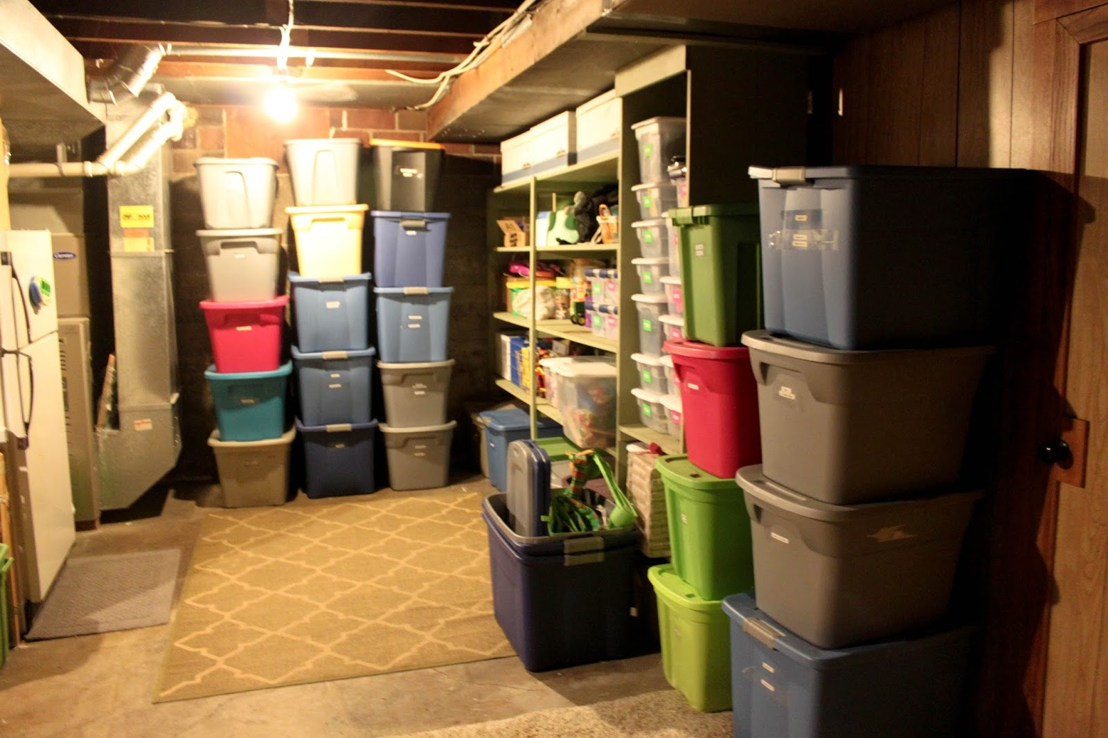 the minivan voorsts.: how we do... [clothing storage].