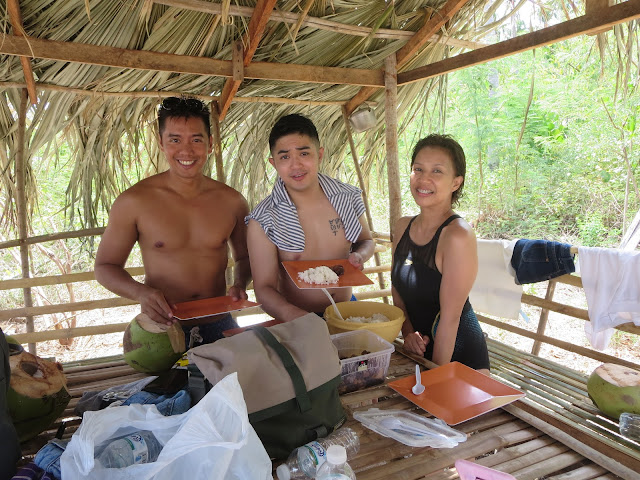 lunch time at hakupan island