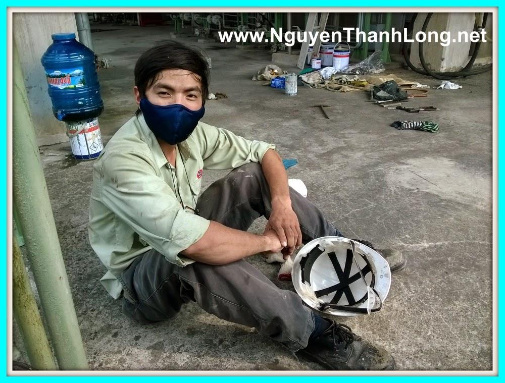 nguyen-thanh-long-kinh-doanh-keo-dan-nhua-mot-thoi-lam-viec