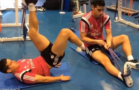 James Rodriguez đăng những bức ảnh trở lại tập luyện trong phòng gym