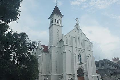 Gereja Katedral Bogor, Menarik Mata Pejalan Kaki