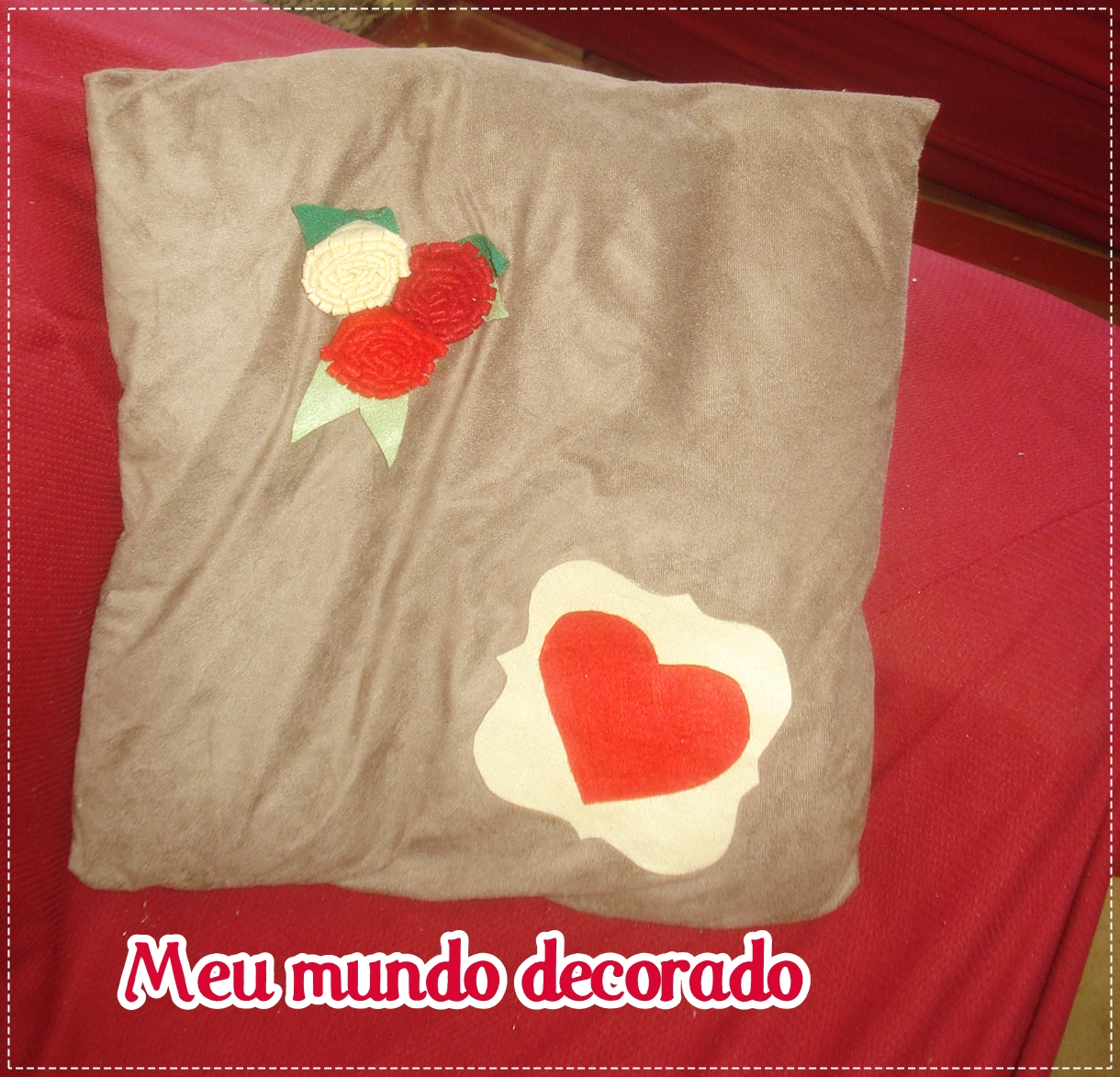 8a1b6be55520c1 Meu mundo decorado: Almofadas customizadas com feltro....