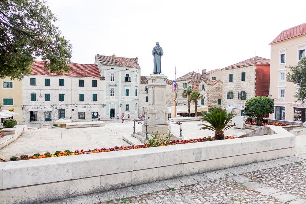 travel-bloggers-guide-croatia-dalmatian-coast-makarska