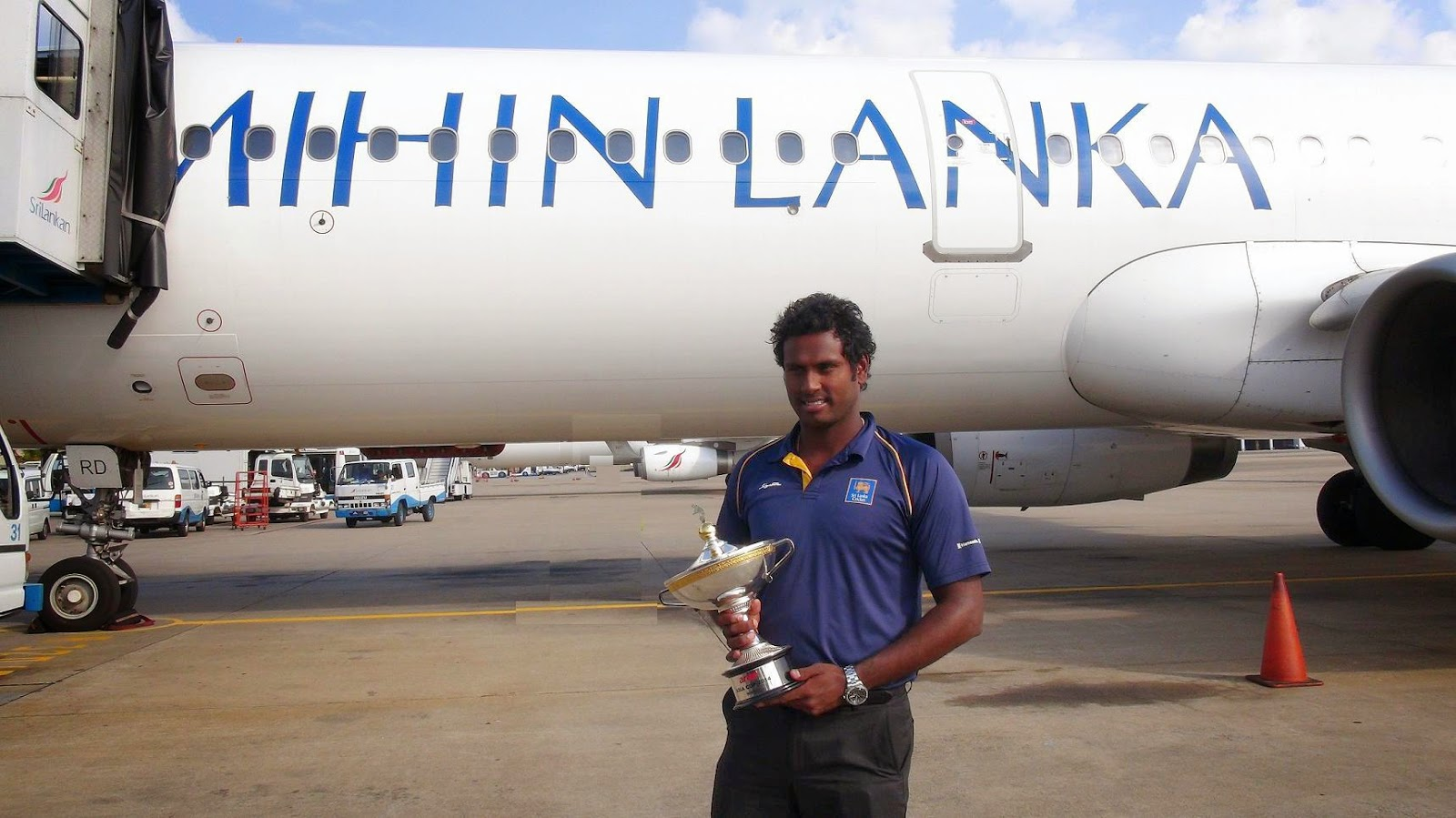 Angelo Mathews, the Captain of the victorious Sri Lankan Cricket team, with the Asia Cup Trophy.