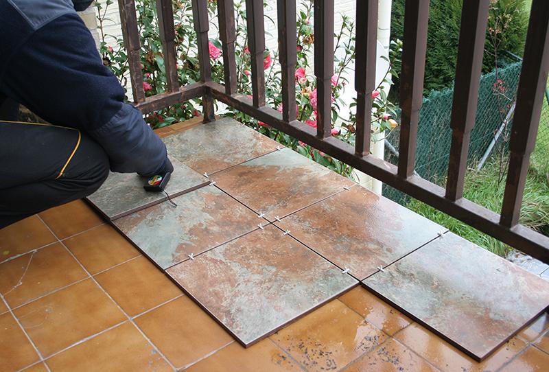 Antes y despu s de nuestra terraza c mo embaldosar un for Poner suelo terraza exterior