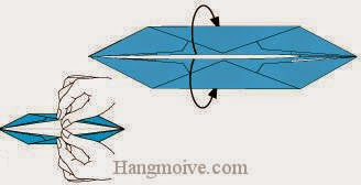 Bước 6: Từ vị trí mũi tên ta mở hai cạnh giấy và lộn ngược về phía mặt đằng sau.