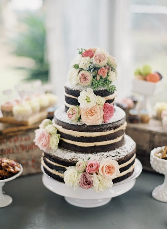 97f92c64c4cb 1 Randig bröllopstårta med blommor // Striped Wedding Cake with Flowers
