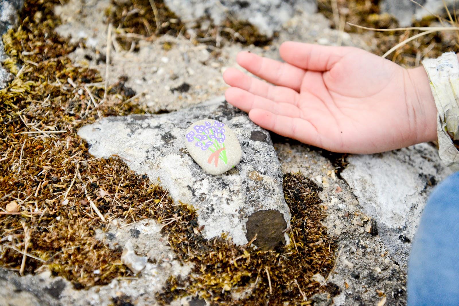 painted rocks, love on the rocks