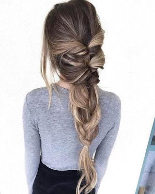 Peinado de moda con trenza ancha