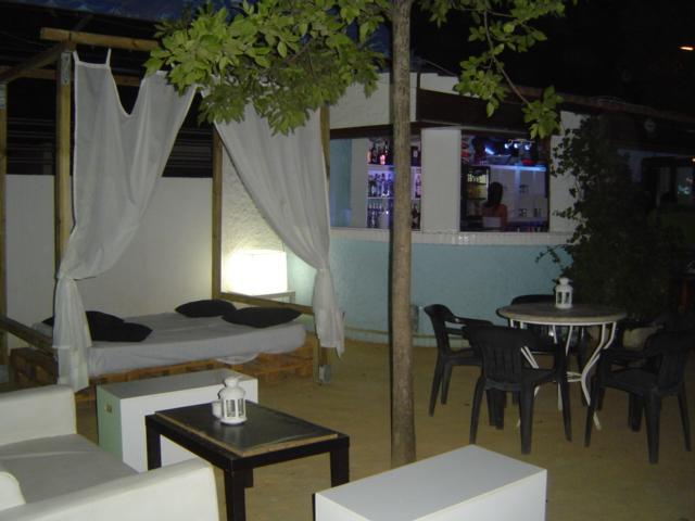 Bar Piscina Terraza De Verano