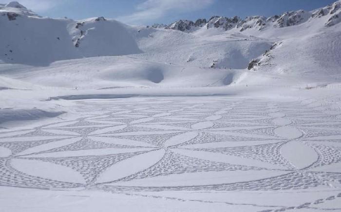 Рисунки на снегу. Simon Beck 10