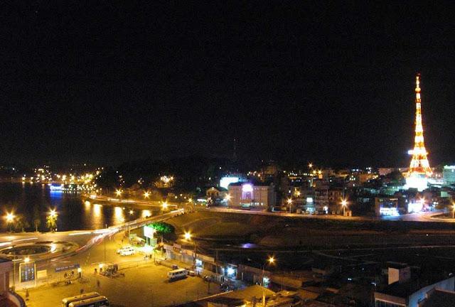 Lago de Da Lat de noche