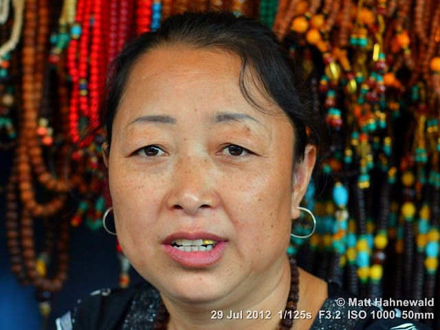 China, Panjiayuan Market, Beijing, people, street portrait, Chinese woman, saleslady