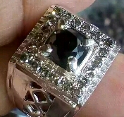 cincin black Diamond