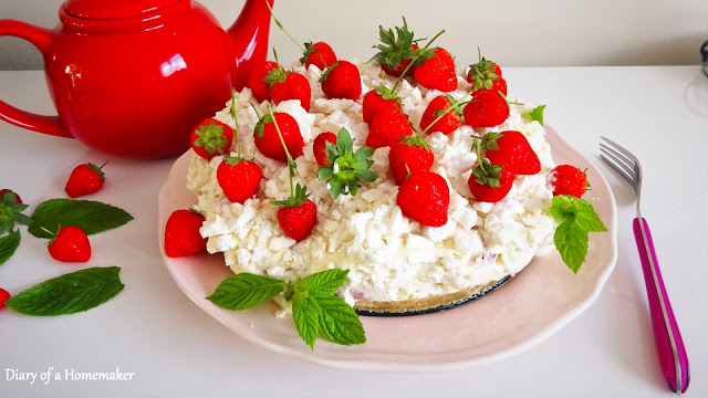 eaton-mess-cheesecake-dessert-cold-dessert-frozen-dessert-easy-dessert-meringue-strawberrie-digestie-biscuits-double-cream-philadelphia-cheese-icing-sugar-melted-butter-high-tea-afternoon-tea-summer-desserts-