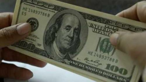 بعد تصاعد المخاوف التجارية.. الدولار يرتفع لأعلى مستوياته في عام