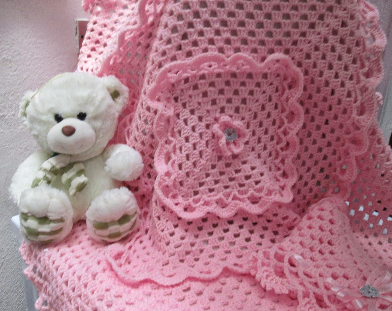 Top LE GATTE COI TACCHI: Copertina/scialle per neonata all'uncinetto. AQ73