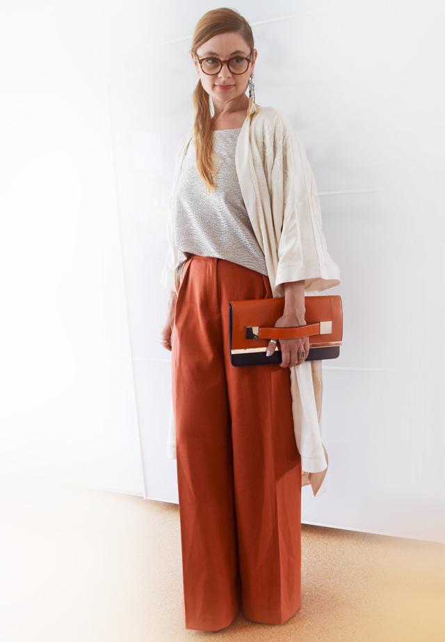 Wie kombiniere ich sehr weite Hosen - Outfit   die EDELFABRIK   der Ü40  Blog für Mode, Beauty, Reise und Lifestyle für Frauen ab 30 und ab 40 6bf0818675