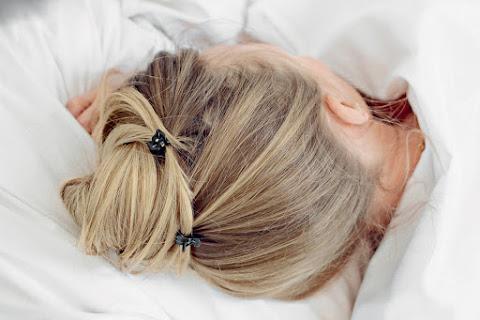 """Nocny kok """"ślimak"""", czyli jak upinać włosy do snu - czytaj dalej »"""