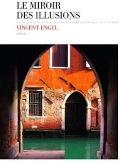 Palais de Venise vu d'un porche