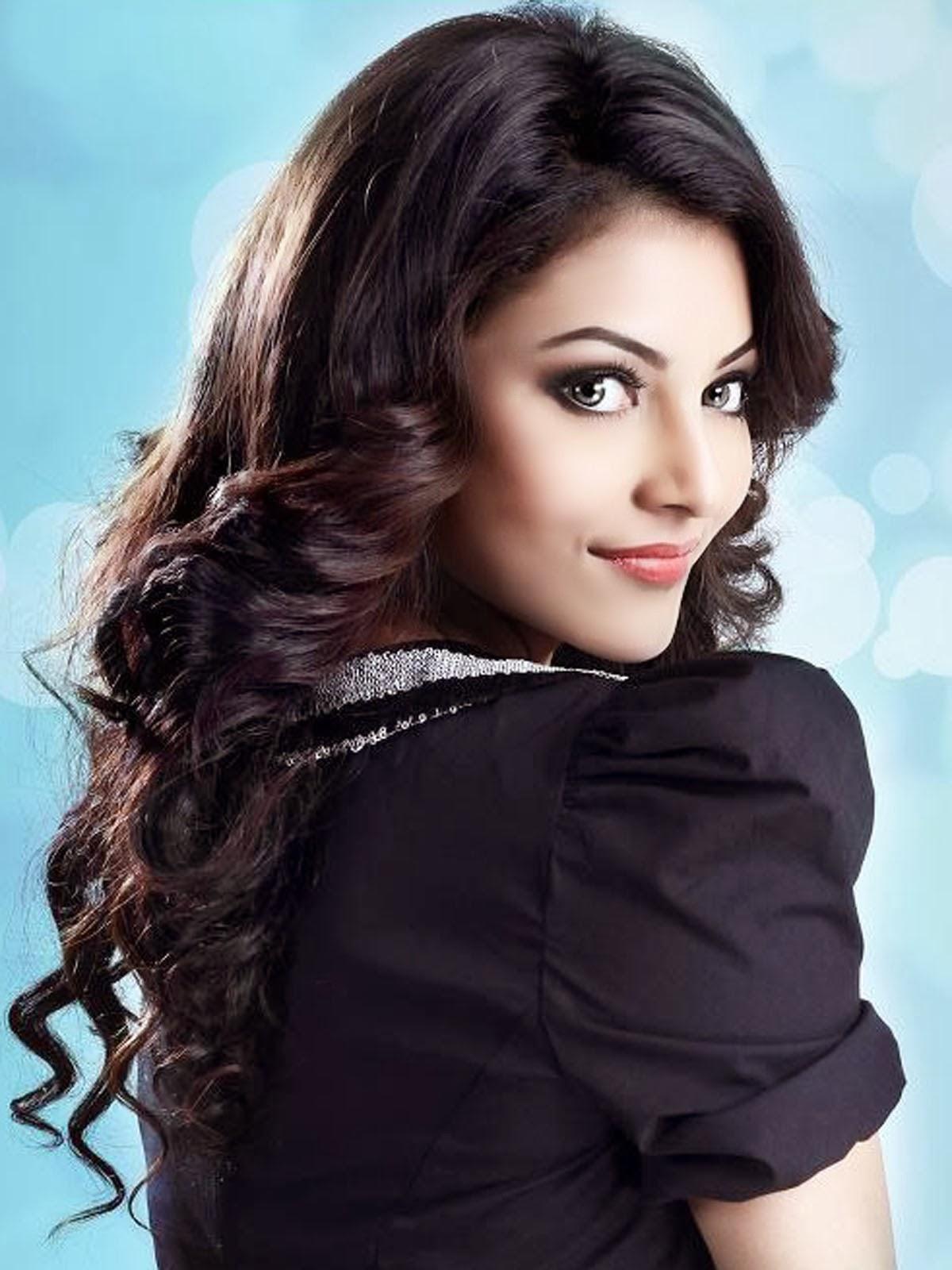 Bollywood Wallpapers: Hot And Beautful Urvashi Rautela