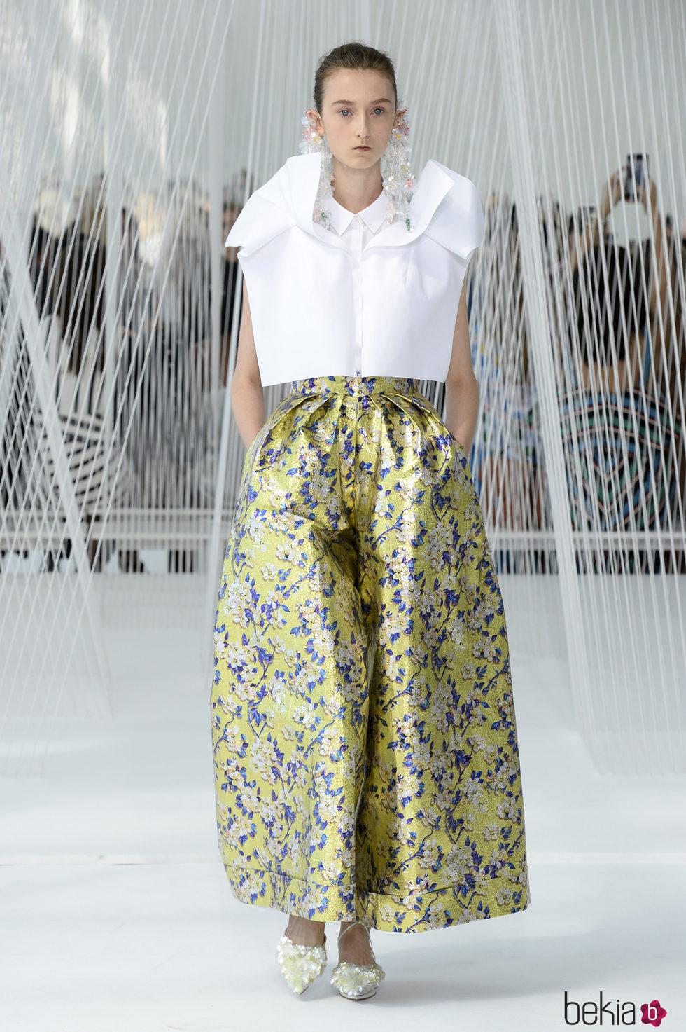 Compra ropa de moda en ONLY. Cada artículo tiene un toque maduro y se centra la fuerza femenina, la confianza y el estilo.