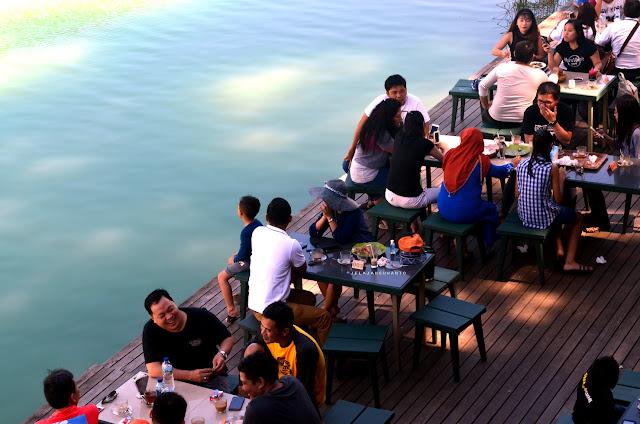 Suasana cafe D'Linow di Danau Linow, Tomohon, Sulawesi Utara +jelajahsuwanto