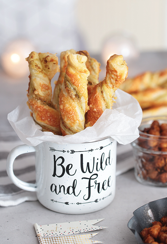 Fingerfood für Silvester: Geröstete Kichererbsen und Pesto-Parmesan-Stangen