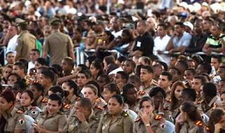 """La urna con las cenizas del líder cubano inicia su traslado hasta Santiago de Cuba, en el oriente de la isla, desandando el camino que hizo en 1959 junto al resto de revolucionarios, conocidos como los barbudos, en la llamada """"Caravana de la libertad""""."""