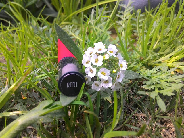 maybelline-lip-gradation-in-red1-review-swatches