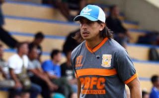 Mario Gomez Segera Rekrut Asisten Pelatih dan Pemain Baru Persib