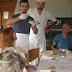 """ألمانيا : لاجئ سوري يعد مأكولات شرقية شهية للألمان """" من أجل السلام """""""