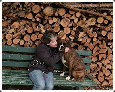 Amy und ich auf der Bank