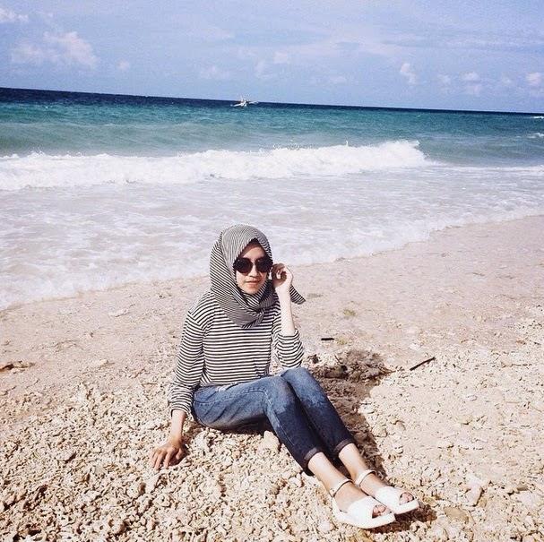 Model Hijab Di Pantai Informasi Dan Komunikasi