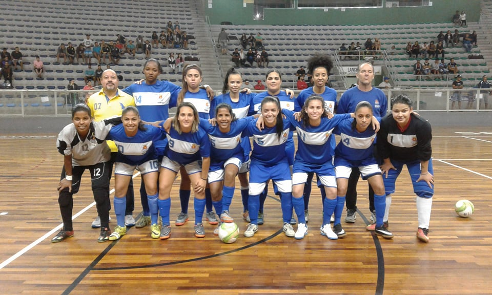 O Santos FC FUPES também teve a defesa menos vazada com as goleiras Karina  Soares e Ana Beatriz. ACESSE RÁDIO RVD - www.radiorvd.com. Guarujá Futsal 81aaa6cbba783