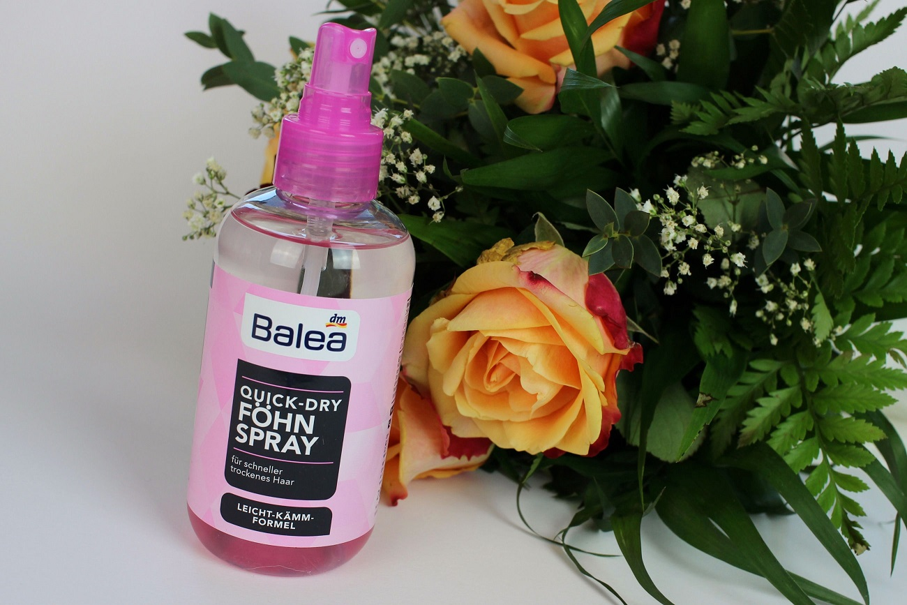 balea, haarstyling, friseur, frisur, lange haare, locken, volumen, Quick-Dry Föhn-Spray, review, Anti-Frizz Volumen-Spray, definierende Lockenlotion, dm drogeriemarkt, drogerie, glanz, vegan, Leichte Kämmbarkeit,