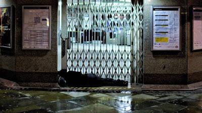 Έλληνας άστεγος πέθανε έξω από αστυνομικό τμήμα