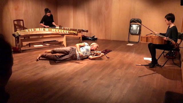2018年11月13日 深山マクイーン時田(箏)/Harald Kimmig(vln,dance)/五十嵐あさか(vc, voice) アトリエ第Q藝術(東京・成城学園)