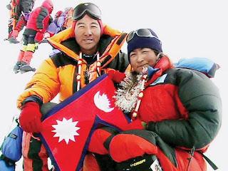 Moni Mule Pati dan Pem Dorjee