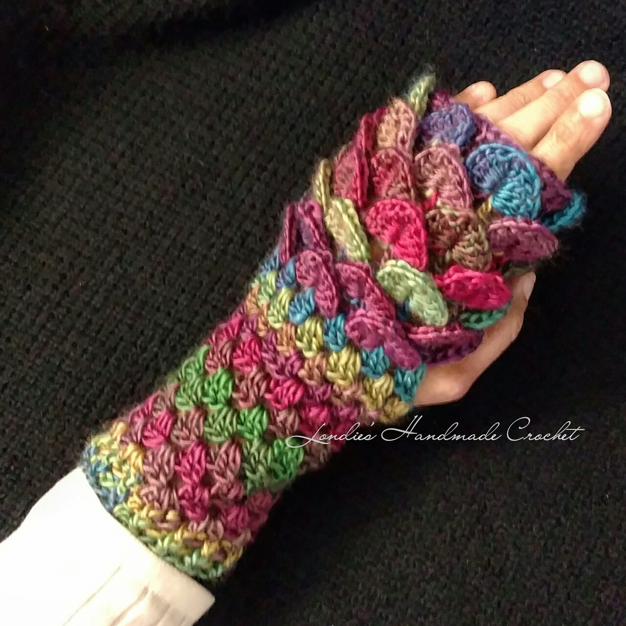 Londie\'s Handmade Crochet: Crochet Dragon Scale Fingerless Gloves ...