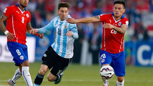 Messi y Mascherano se verán las caras contra Claudio Bravo