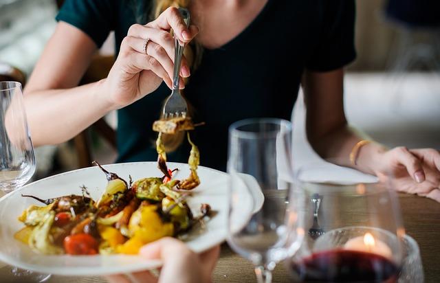 3 Kesalahan Yang Dapat Bikin Badan Cepat Gemuk Saat Makan Siang