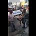 COMPÁRTELO - Captado en cámara momento en que agentes policiales golpean adolescente en Cristo Rey