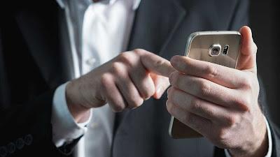 WhatsApp deve liberar envio de dinheiro entre usuários em breve