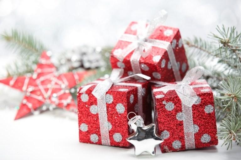 Quién lleva los regalos de navidad en el mundo a los niños
