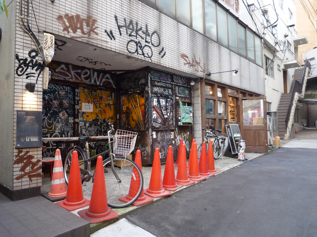 Adress Takano Bldg 1F 2 10 2 Udagawa Cho Shibuya Ku Tokyo Japan Zip Code 150 0042 Internet Site Graffiti Shop