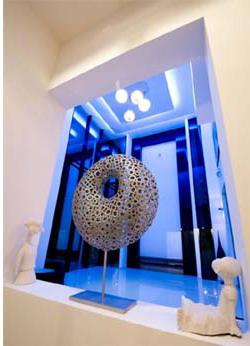 desain interior minimalis mewah dengan tata lampu yang baik